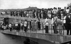 Exposiçoes Virtuais - Arquivo Nacional O MAM na ocasião da abertura do Bloco Escola ao público: a rampa do museu tomada pelos visitantes Rio de Janeiro, 1º de fevereiro de 1958. Correio da Manhã