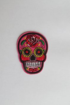 Sugar Skull Patch, Day of the dead patch Pink- iron on or sew on Patch de crâne de sucre, jour du pa Crane, Sew On Patches, Leather Fabric, Day Of The Dead, School Bags, Sugar Skull, Fairy Tales, Sewing, Pink