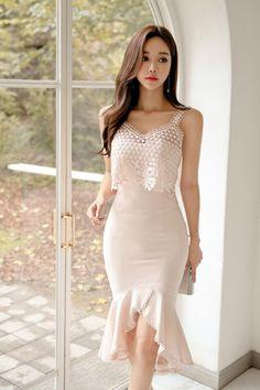 Hair and beauty Asian Fashion, Girl Fashion, Fashion Dresses, Cute Asian Girls, Beautiful Asian Women, Korean Outfits, Asian Woman, Asian Beauty, Beautiful Dresses
