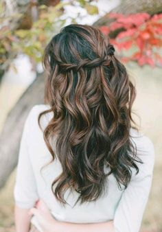 I love this hairstyle and color. I like the brown highlights on black hair.