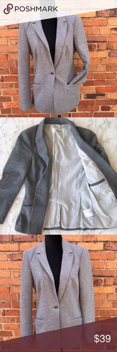 Esprit Gray One Button Cotton Blazer Size Medium Esprit Gray One Button Cotton Blazer Size Medium This cotton blend blazer from Espirit will have you looking great & staying warm. In classic gray, its perfect to pair with a black pair of pants or a t-shirt and jeans. Preowned from a smoke free home, in great used condition, one small stain on the lapel as shown, and one small bleach stain on the interior. Size medium. Check out the rest of my closet to create your own custom bund ESPRIT…