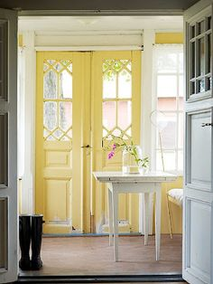hmmm painting your front door from the inside? i think yes! and yellow!!