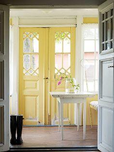 What pretty, cheery looking doors!