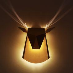"""La designer d'origine Israélienne Chen Bikovski nous présente son projet de luminaire """"Popup Lighting"""". D'étonnantes appliques d'aluminium éclairées par LED qui s'inspirent des livres pop-up. Le modèle """"Deer Head"""" reprend comme son nom..."""