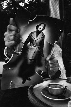 Jeanloup Sieff,Pierre-André Boutang déchirant une photo de mode, 1963