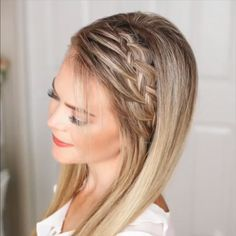 For hair length to the shoulders of such a romantic style is perfect. It looks great with a dress and a sundress. #braidsforlonghair