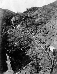 The trail  Wagon train at Ute Pass - Colorado 1885