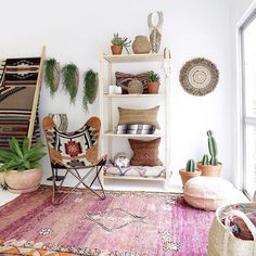 So much green in this fabulous room I had to share! ( via @the_boho_bungalow) #moroccanstyle #moroccandecor #homedecor #bohome