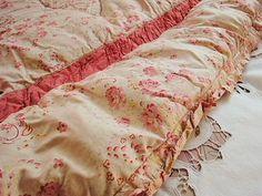 vintage eiderdown - love the colour