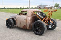 従来のジャンル分けではどこに属するか分からないような自動車が、最近は非常に増えている。例えば、ホンダ「クロスツアー」はワゴンなのか、それともSUVなのか? さらに言えば、日産「ムラーノ・クロスカブリオレ」はどのカテゴリーに分類すればよいのだろう?こりように、ジャンルが曖昧なクルマやトラックはたくさんある