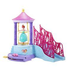 Umpleti paharul de turnare cu apa si apoi turnati peste leaganul auriu pentru un efect incantator de cascada! Aseaz-o apoi pe Ariel, sau pe oricare alta printesa din colectia Disney Petal Float – Printese...