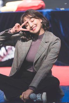 Check out Twice @ Iomoio Nayeon, South Korean Girls, Korean Girl Groups, Snsd, K Pop, Sana Cute, Park Ji Soo, Twice Group, Sana Momo