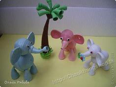 3 elephants chatting