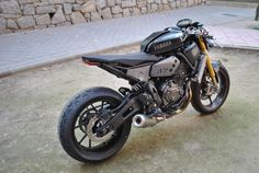 RocketGarage Cafe Racer: Rat Bike XSR 700