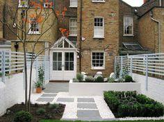 Made to Entertain / White contemporary London garden: Living Gardens // Green Home