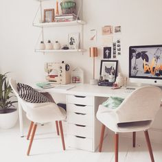 Home office decor is a very important thing that you have to make percfectly in your house. You need to make your home office decor ideas become a very awe Mesa Home Office, Home Office Space, Home Office Desks, Office Spaces, Office Furniture, Ikea Office, Office Workspace, Furniture Ideas, Home Office Inspiration