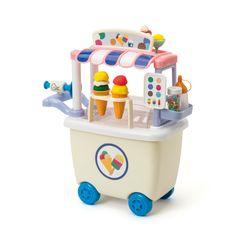 Oxybul a sélectionné ce chariot de glacier pâte à modeler parce qu'il permet aux enfants de rentrer dans la peau de leur personnage en toute facilité. Qui veut une glace ? En un tour de main, le petit glacier vous la sert. Sa carte propose 6 parfums. Il manipule la pâte à modeler, la pose dans un cornet ou sur une coupe. Vous préférez une gaufre ? Là encore, l'enfant malaxe, modèle et décore votre commande. Toutes ces manipulations et la large palette de possibilités développent…