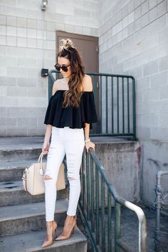 Christine Hello Fashion - Topshop White Jeans, Louboutin Nude Pumps, Off Shoulder Top Skinny Jeans Style, White Skinny Jeans, White Denim, Distressed Denim, Black White, Outfit Jeans, Jean Outfits, Chic Outfits, Fall Family Photo Outfits