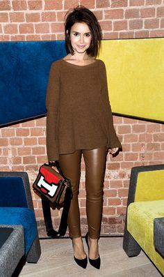 calça de couro justa com tricot comprido e larguinho