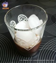 Il #caffè con #ghiaccio al latte di #mandorla è dissetante nelle calde giornate estive. Il ghiaccio con sentori di mandorlo in fiore si scioglie in bocca.. #BlogGZ #GialloZafferano #