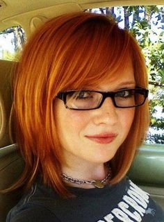 25 Short Hair Color Trends 2012 – 2013 If you want to get a cute look, you must try red hair color on your long bob haircut Tips For Thick Hair, Chic Short Hair, Short Fine Hair, Short Auburn Hair, Fine Hair Cuts, Easy Hair Cuts, Grow Thicker Hair, Shorter Hair, Haircut And Color