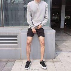 Creating the Men Minimalist Fashion Wardrobe Korean Fashion Men, Korean Street Fashion, Kpop Fashion, Urban Fashion, Mens Fashion, Short Outfits, Boy Outfits, Americana Vintage, Men's Wardrobe