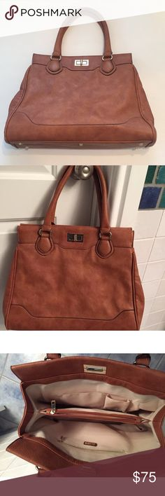 """👜 ALDO Tan Neutral Large Shopper Tote Handbag Excellent condition! Used one time! Please see pictures.   16""""x12""""x5""""  7"""" strap drop Metal feet  Inside zippered pocket. Center zippered pocket divider. Two slip pockets.   Smoke free home. Aldo Bags Totes"""