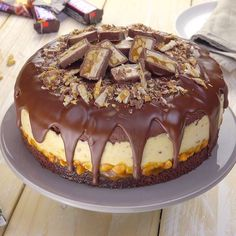 Cremige Snickers-Torte The creamy nutty Snickers cake is the sweet highlight of the year! The post Creamy Snickers cake appeared first on Pink Unicorn. Snickers Torte, Snickers Dessert, Snickers Recipe, Homemade Snickers, Cake Recipes, Dessert Recipes, Recipes Dinner, Sweet Recipes, Desert Recipes