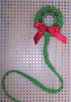 Suzie's Little Wreath. This would make an easy pin to wear or use as a package decoration.