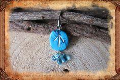 """Porte-clé runique porte-bonheur """"Tÿr"""", de couleur turquoise : Porte clés par freyja-s-faeries"""