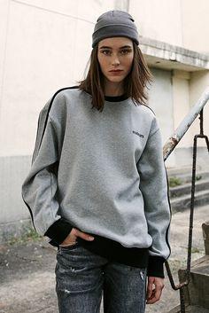컬러 블록 디자인과 액티브함을 표현 Sport Wear, Hoodies, Sweatshirts, Poses, Athleisure, Casual Wear, Designer Dresses, Men Sweater, Cute Outfits