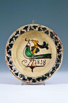 """Képtalálat a következőre: """"transylvanian medieval pottery"""" Old Pottery, Alien Concept, Dom, Vikings, Folk Art, Medieval, Decorative Plates, Crafty, Antiques"""