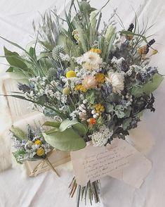 Spring Wedding Flowers, Wedding Colors, Wedding Bouquets, Boho Flowers, Pretty Flowers, Dried Flower Bouquet, Dried Flowers, Flower Decorations, Wedding Decorations