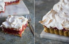 Der er noget ganske fortryllende over rabarber og jordbær i forening. De gør simpelthen noget virkelig godt for hinanden. Jordbærrenes sødme og lette parfumerethed får det fineste lille kick af rabarber elegante syre. Det er meget dejligt. På en smørmør mørdejsbund, med en sprød marengstop, ja, så bliver næsten ikke mere sommerligt og lækkert. Du kan servere tærten lun eller kold, og gerne med en kugle vaniljeis. Det gode ved den er, at du kan lave kompot og tærtebund i forvejen, og så er…