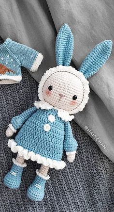 Mesmerizing Crochet an Amigurumi Rabbit Ideas. Lovely Crochet an Amigurumi Rabbit Ideas. Crochet Bunny Pattern, Crochet Patterns Amigurumi, Love Crochet, Amigurumi Doll, Diy Crochet, Crochet Crafts, Crochet Dolls, Crochet Projects, Crochet Ideas