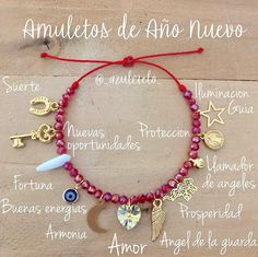 """Azul Cielo Accesorios! en Instagram: """"Amuletos de Año Nuevo!! Llévalos siempre contigo y atrae lo que tanto deseas!!✨PARA MEJOR ATENCIÓN Y RESPUESTA RÁPIDA POR FAVOR ESCRIBIR…"""" Handmade Beaded Jewelry, Diy Jewelry, Jewelry Making, Friendship Bracelet Patterns, Friendship Bracelets, Bracelet Crafts, Beaded Bracelets, Hippie Jewelry, Fabric Jewelry"""