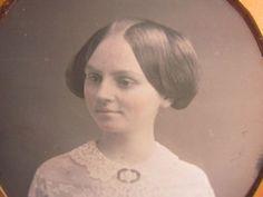 pretty-victorian-woma-portait-daguerreotype-photo-by-Van-Loan-of-Philadelphia