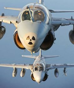 zainisaari:THE LAST PROWLERSMaj Mark 'Wiener' Weinrichand Maj Julian 'Pico' Flores of the US Marine CorpsVMAQT-1nose their Prowlers into tightformation. Note that only onejet carries the nose markingsthat were originally applied toidentify Prowlers from Intrudersduring carrier approaches.