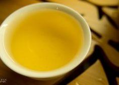 Ile ekstraktu z herbaty jest w filiżance herbaty? Na początku musimy wyjaśnić czy jest w ogóle ekstrakt. Ekstrakt, czyli wyciąg może być płynny, gęsty lub suchy. Do potrzeb przemysłu używa się suchego, który można otrzymać na dwa sposoby, przez: macerację (zalany surowiec rozpuszczalnikiem) i perkulację (surowiec na sicie prze które kapie powoli rozpuszczalnik). Yerba Mate, Tableware, Dinnerware, Tablewares, Dishes, Place Settings