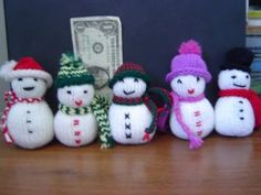 Spunknit's Knitted Snowmen and other free knitted Christmas ornaments - must make this year! on moogyblog.com