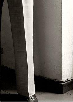 Pant Leg & Wall #Fotografía Chema Madoz @Qomomolo    #photography #visualart.
