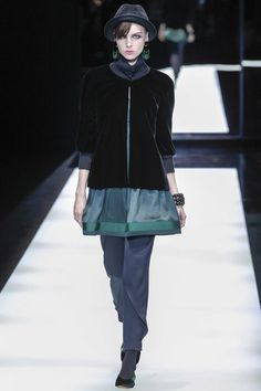 http://www.vogue.com/fashion-shows/fall-2017-ready-to-wear/giorgio-armani/slideshow/collection