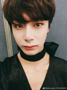 """(170420) Hyungwon's Weibo update It's almost the weekend! Look at my picture and cheer up """"translated by monstaxbar ϟ take out with full credit. """""""