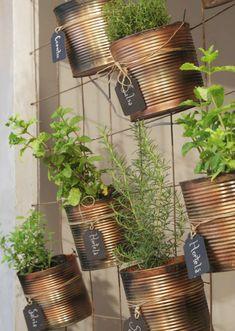Yarn Wig, Garden Privacy, What Inspires You, Raising Chickens, Chickens Backyard, Planter Pots, Home And Garden, Diys, Creative