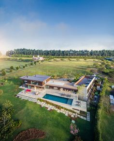 Fazenda Boa Vista: Families Enjoy Outdoor Living in this Contemporary Home