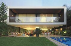 Casuarinas' House / Metropolis
