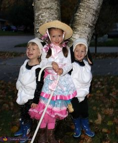 The: This is my 5 year old daughter and her 2 year old twin brothers dressed as Bo Peep and her sheep. The sheep costumes were made using a variation of. Sibling Halloween Costumes, Sibling Costume, Clever Halloween Costumes, Halloween Headband, Creative Costumes, Halloween Costume Contest, Family Costumes, Halloween Ideas, Costume Ideas