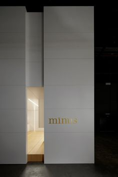 Minus < interieurarchitecten & interieurinrichters > defined entry