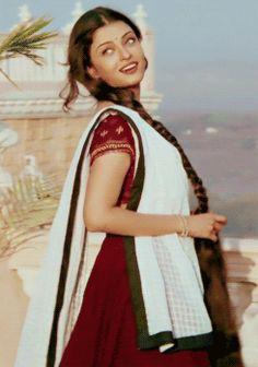 Aishwarya Rai as Nandini   bollywood costume looks : Aishwarya Rai ,  Hum dil de chuke sanam