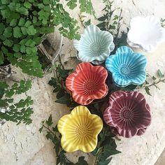 """9 curtidas, 1 comentários - @recebercomcharme no Instagram: """"Gosto tanto desses bowls coloridos da @portobrasilceramica_oficial. São super versáteis! Dependendo…"""""""